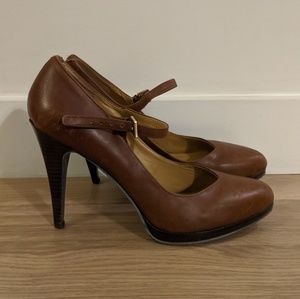Nine West brown leather heels with strap - size 9
